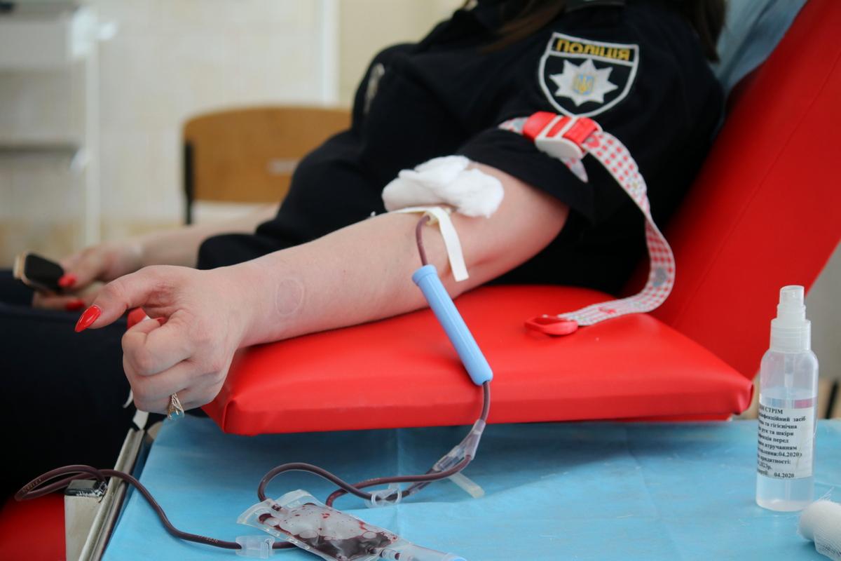 В Никополе чтобы спасти чью-то жизнь сдали кровь 30 полицейских, фото-7