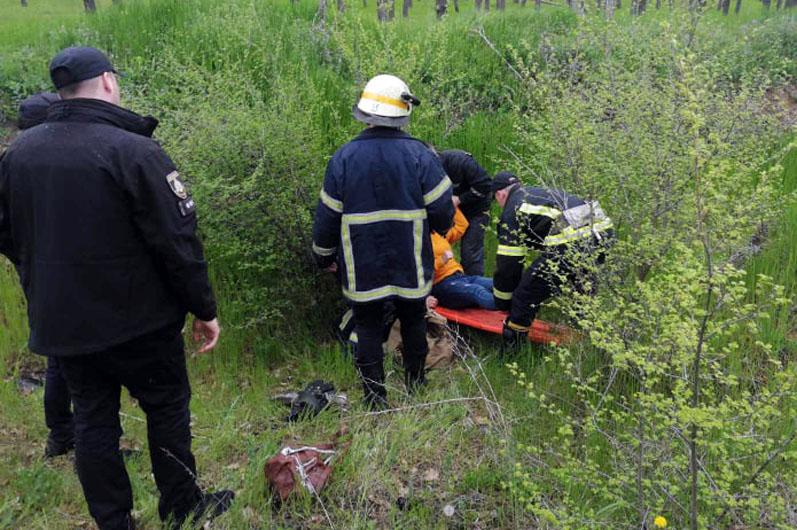 В Марганце спасатели спасли 14-летнюю девочку, которая упала в яму