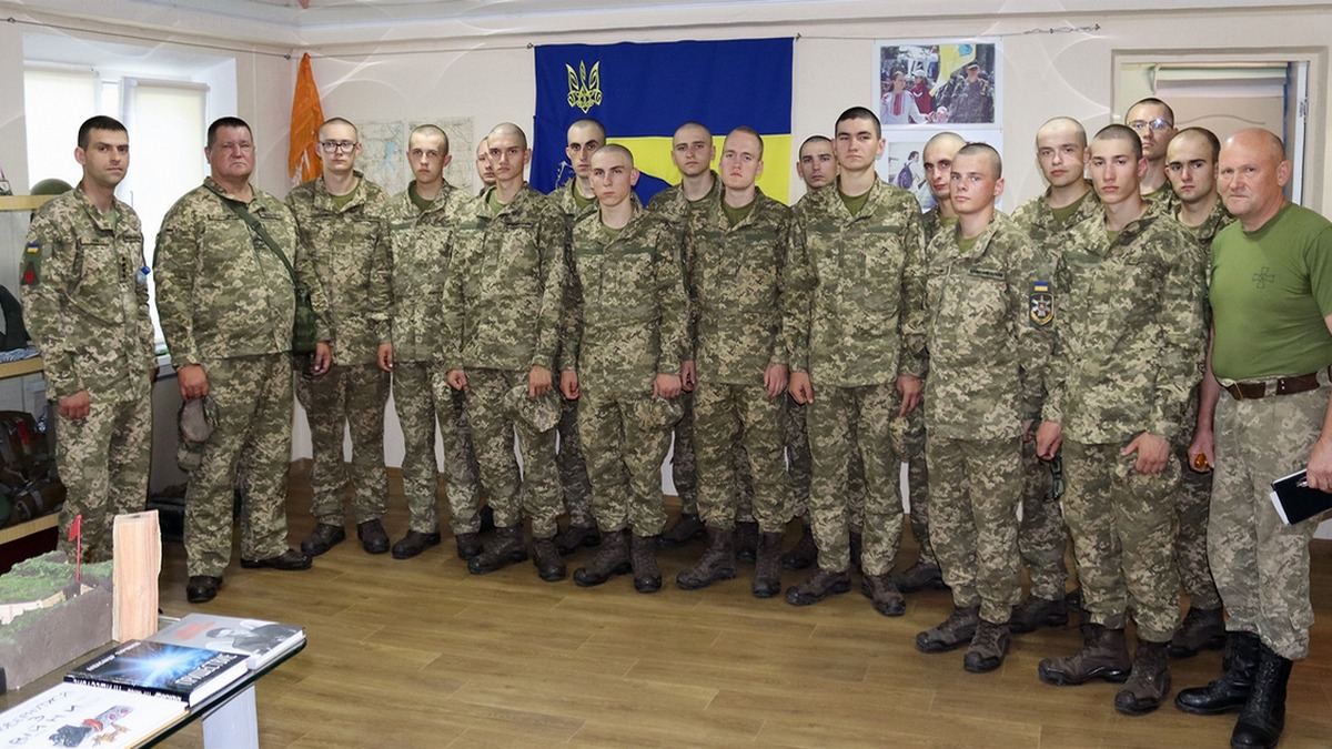 Бойцы воинской части А0593, которая дислоцируется в Никополе