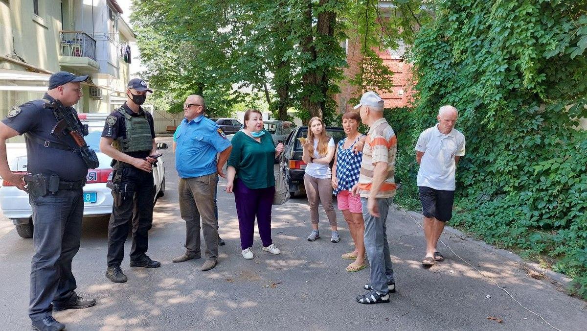 На улице Героев Чернобыля незаконно устанавливают ограждение