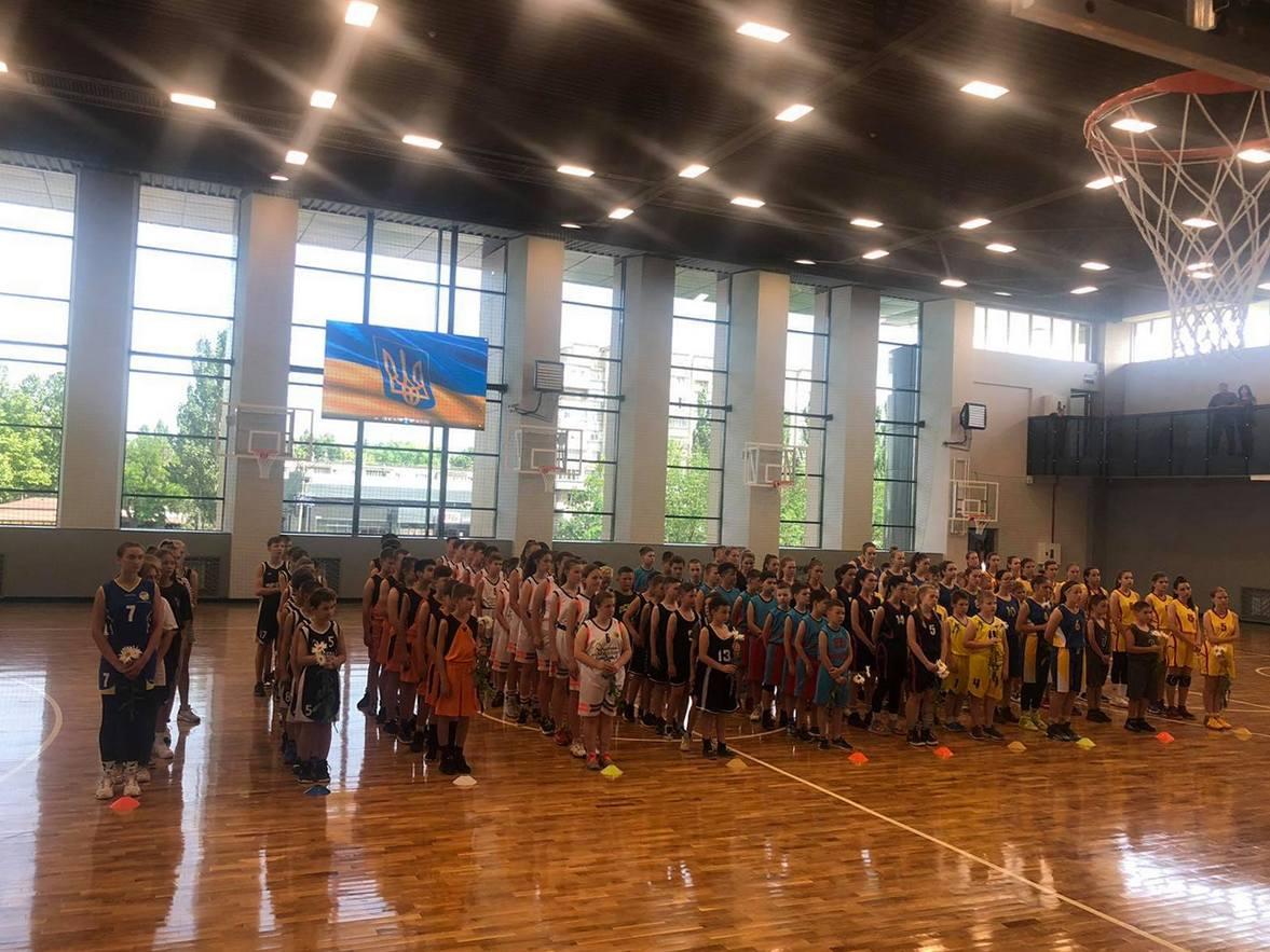 Баскетболисты из Никополя завоевали серебро на соревнованиях в Мелитополе