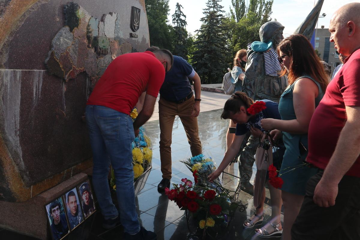 Память погибших десантников почтили в Никополе, фото-4