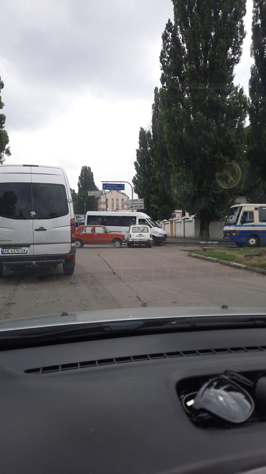 В Никополе на улице Героев Чернобыля произошло ДТП