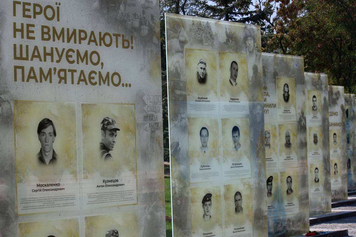 Стенды в память о погибших воинах