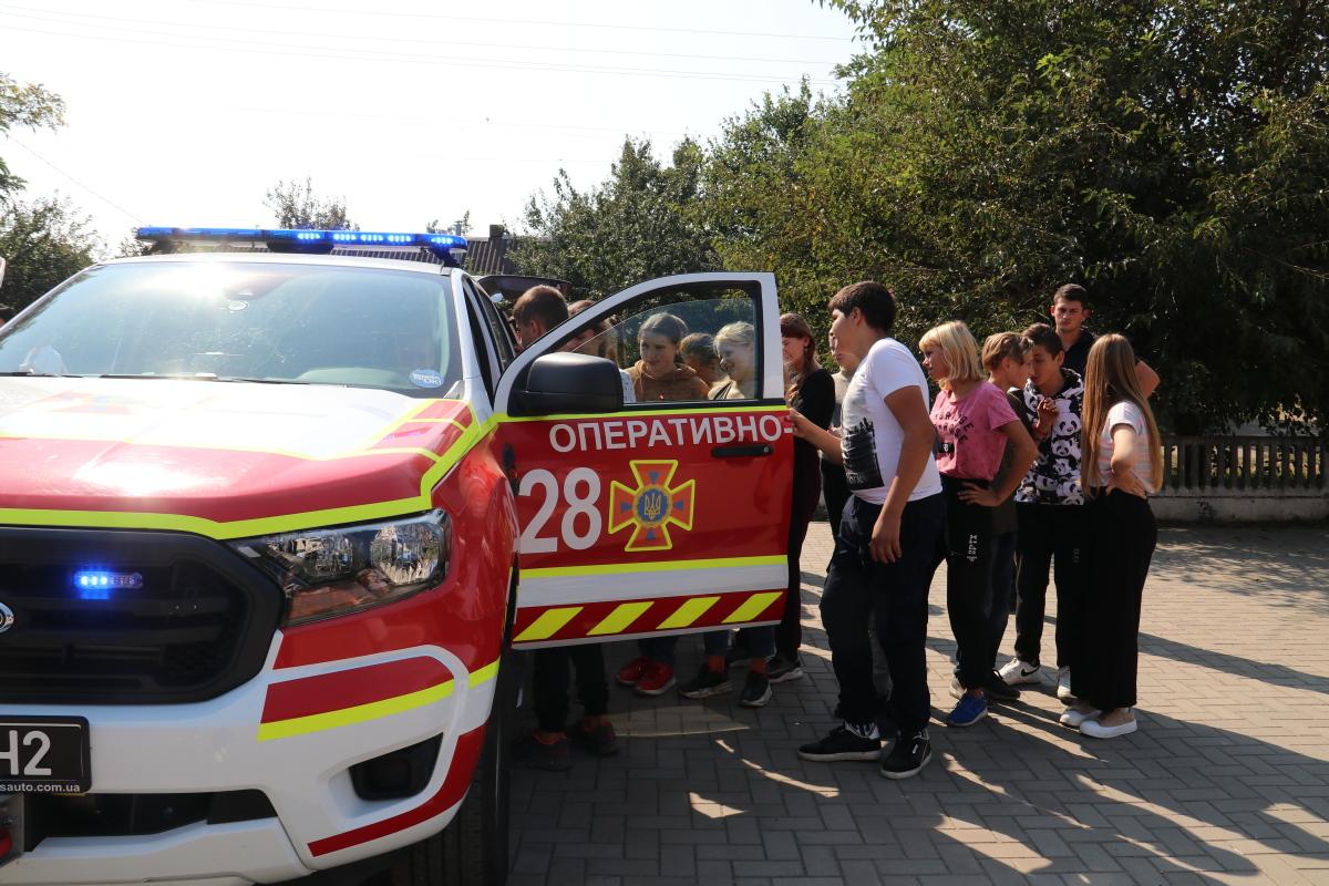 Школьникам продемонстрировали возможности спасательной техники и оснащения