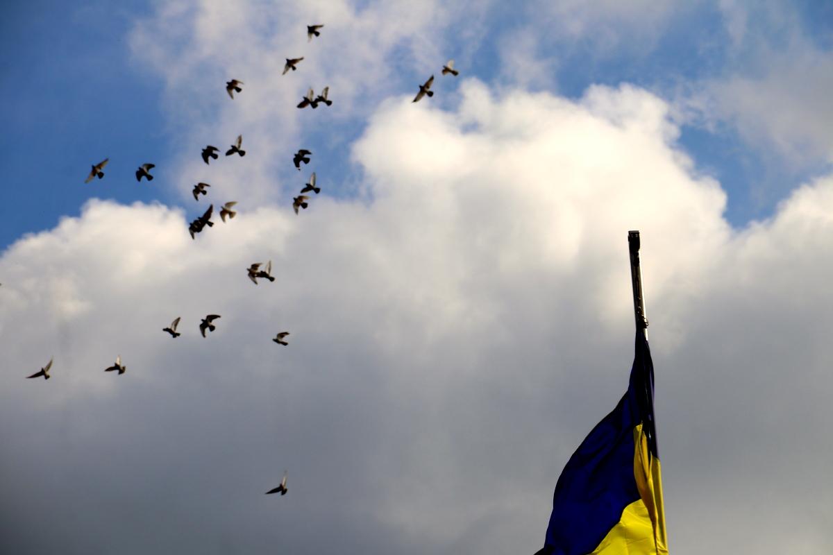 В небо выпустили 35 голубей, как символ бессмертных душ наших защитников