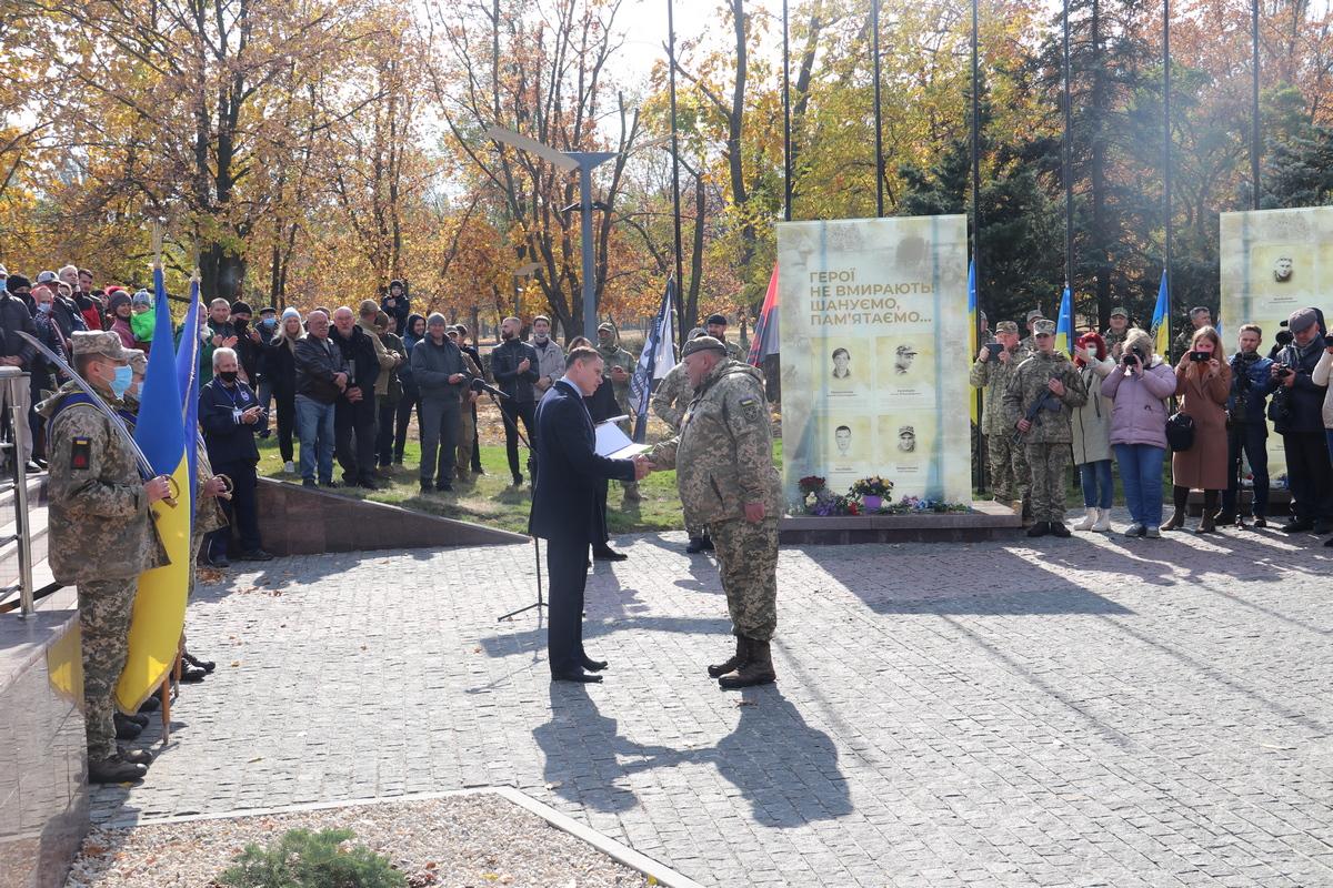 В Никополе наградили защитников и защитниц Украины